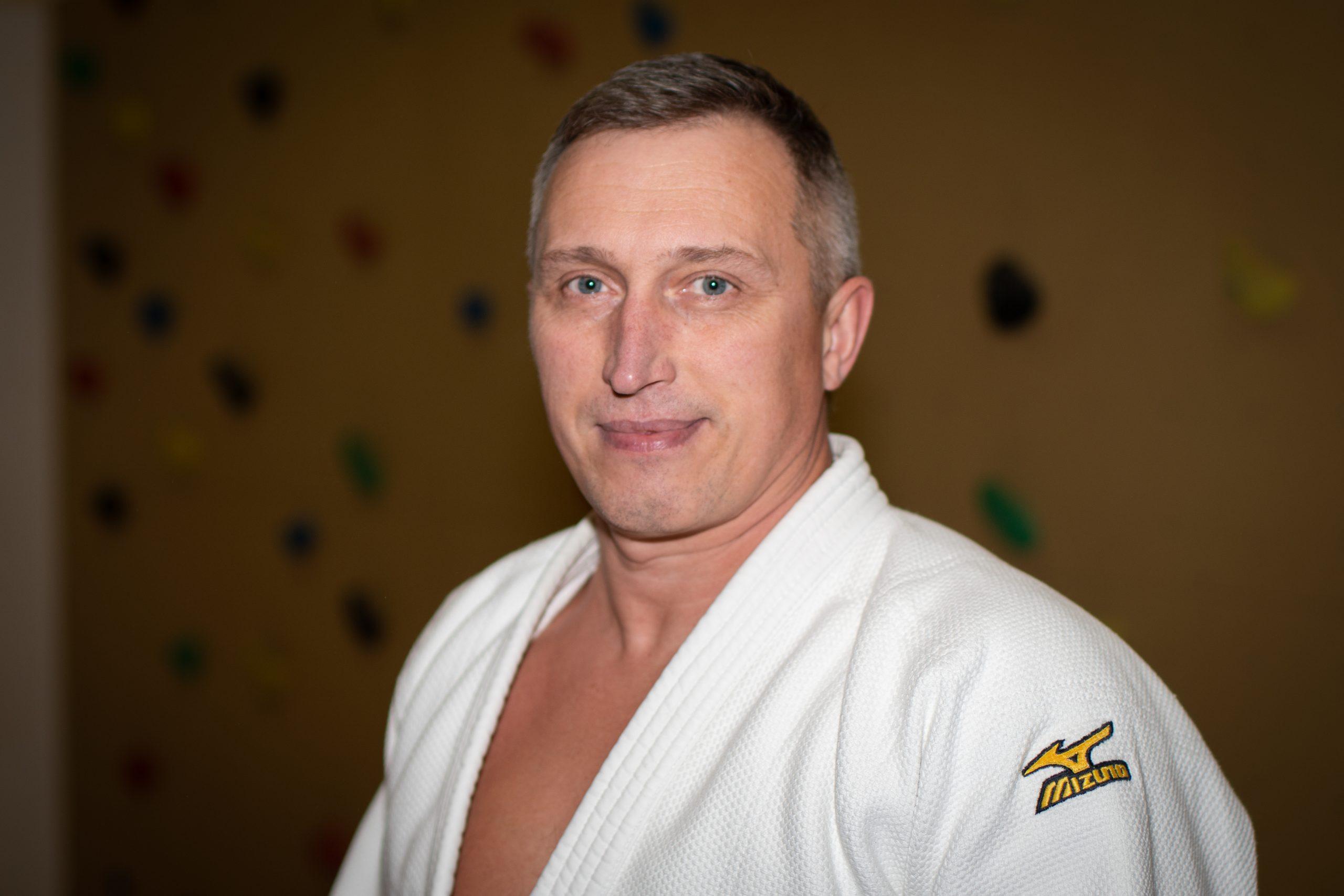 https://vfl-geesthacht.de/wp-content/uploads/2020/04/MF_VFL_Judo_Trainer_Alexander_Krivzov-scaled.jpg